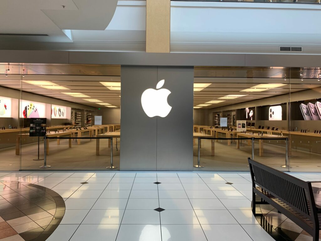 Apple closes stores